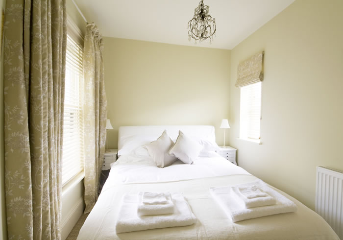 Gallery city centre boutique bed and breakfast duke for Very small double bedroom ideas